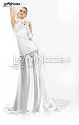 http://www.lemienozze.it/gallerie/foto-abiti-da-sposa/img30459.html  Abito da sposa con guanti e gonna lunga con strascico morbido