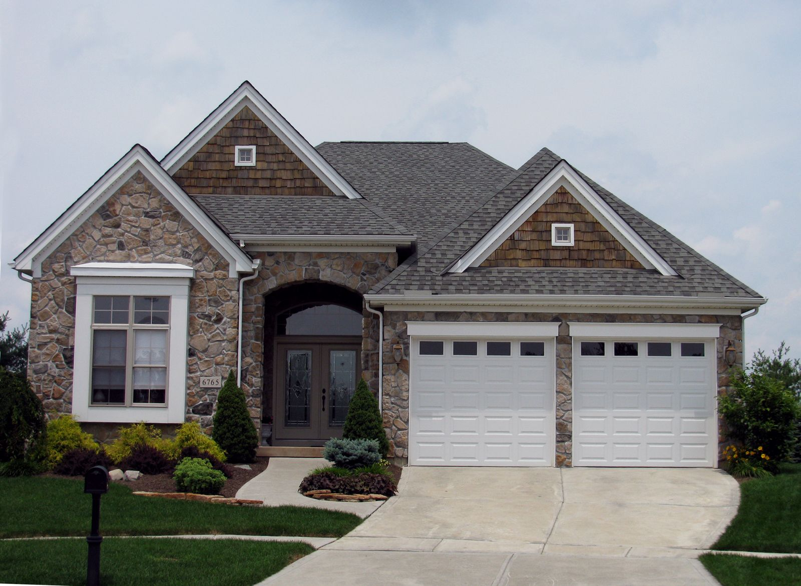 Exterior styling with mix of stone shaker shingles and for Mixing brick and stone