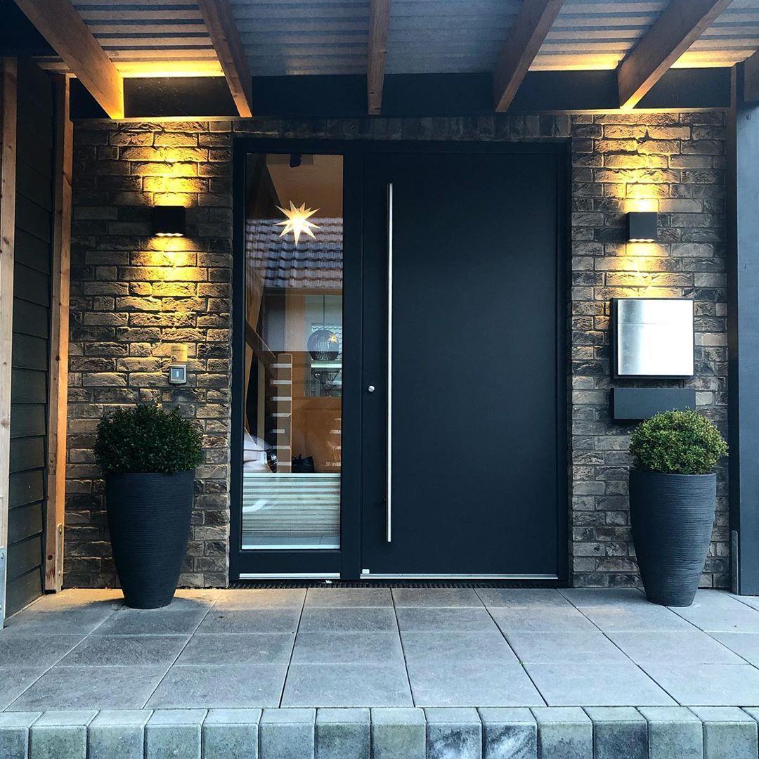 Pin Von Catja Grankulla Auf Dream Home In 2020 Moderne Eingangstur Haus Ideen Aussen Haus Design