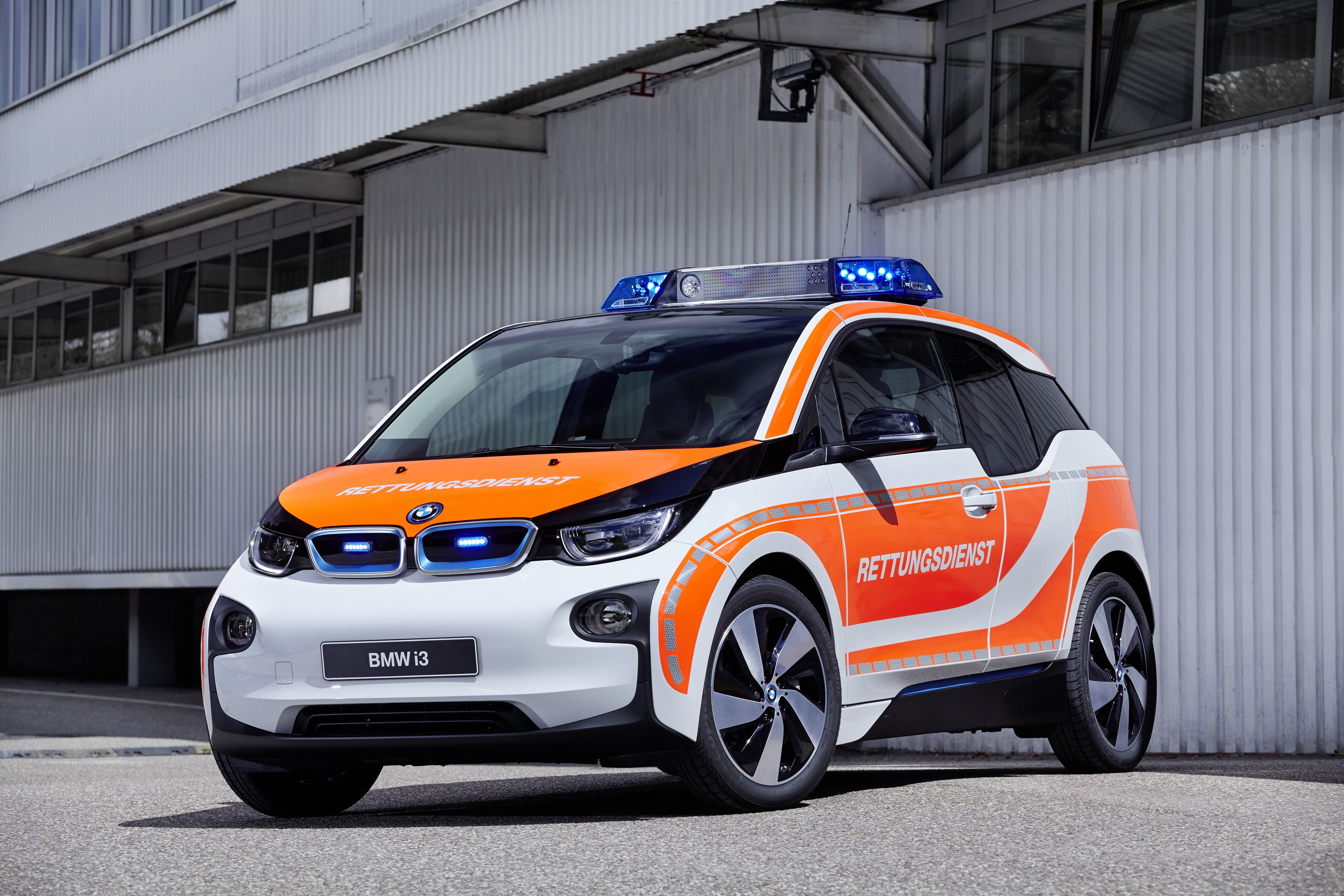 BMW i3 as vehicle for emergency physicians eDrive