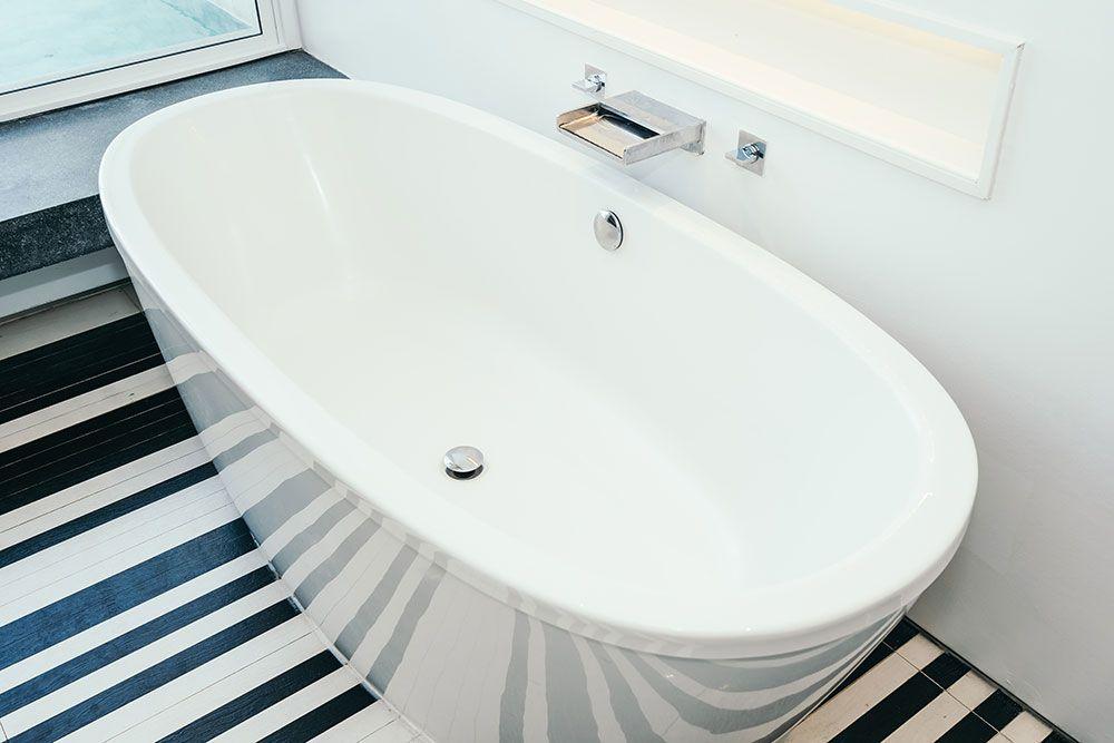 طريقة تنظيف البانيو الفيبر الابيض والزهر من الاصفرار والكلس والسواد In 2021 Bathtub Cleaning Bathroom