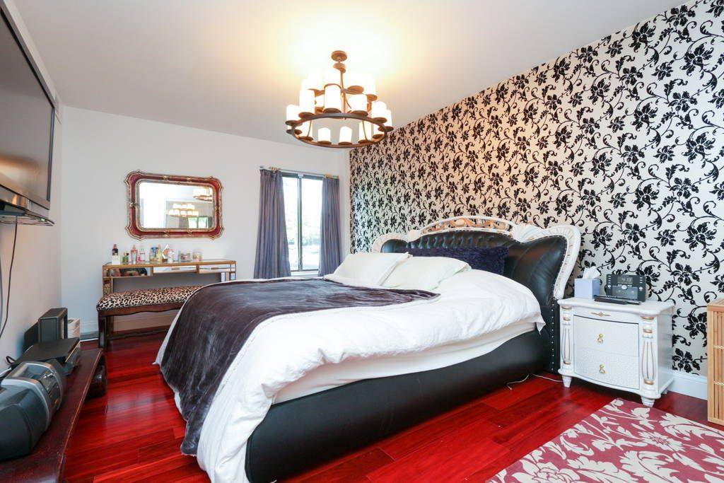 Appartement in Falls Church, Verenigde Staten. Modern luxury 2 bedroom in Quiet Falls Church Va 5 Miles to Georgetown. Designed as a 5 STAR Posh Boutique Hotel without the $300 Price. Even has a heated TOTO washlet toilet, King size Sealy Posturpedic, 4 head full body shower, a LazyBoy chair, ...