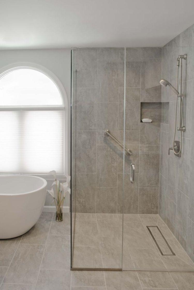 ebenerdige dusche -badewanne-freistehend-duschkabinne-armatur