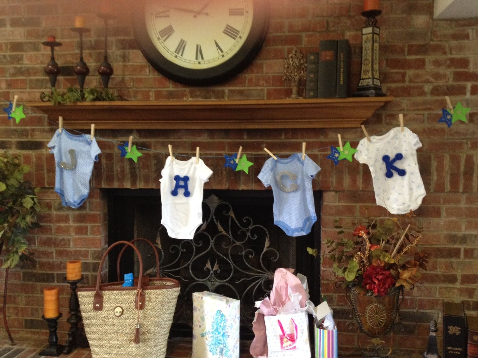 Cute baby shower decor onesies decoration gift for Baby clothesline decoration