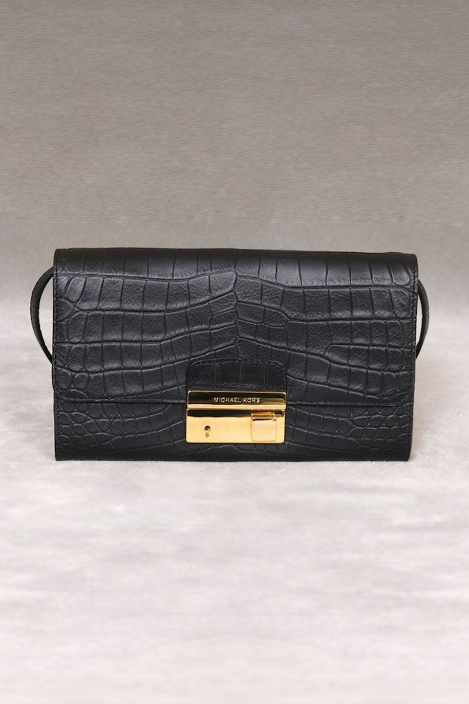 michael kors gia clutch with lock in black a great bag pinterest rh pinterest ie