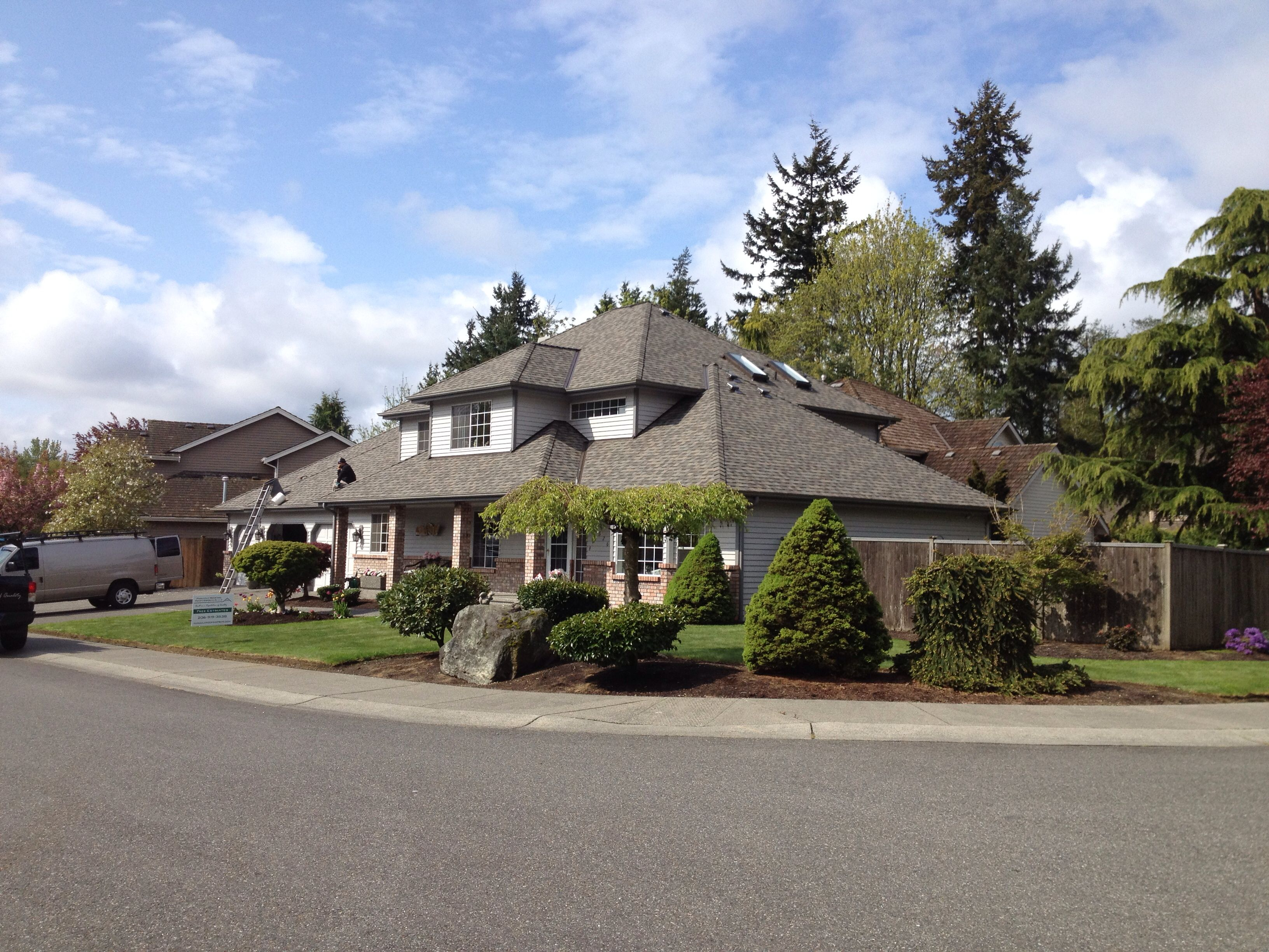 Best Lynnwood Project Landmark Pro Shown In Weatherwood Max 400 x 300