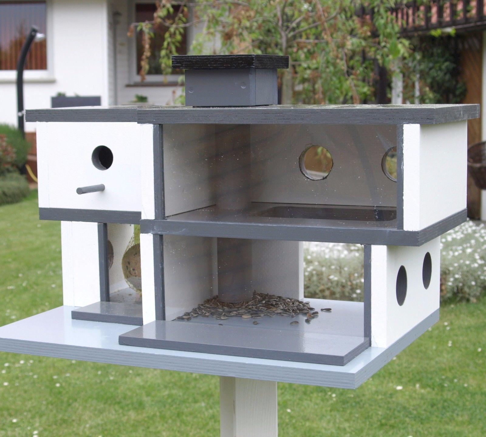 Vogelvilla Bauhaus Mit Meisenknodelzimmer Futterautomat Kamin Und Nistkasten In Garten Terrasse Dekoration Vogel Vogelvilla Vogelhaus Moderne Vogelhauser