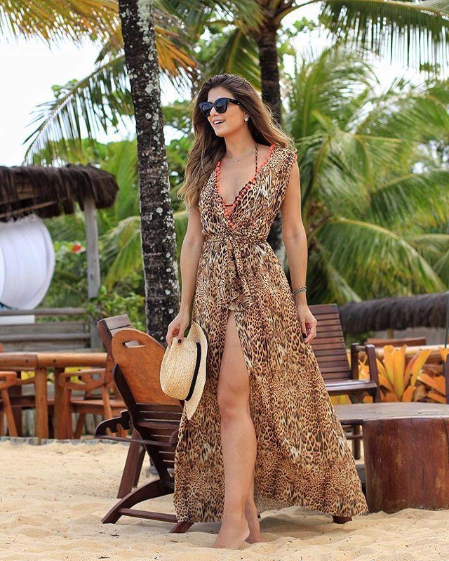 0fc9dc90ed45 {First look 😱} Vestido @cloudeoficial que eu usei como saída de praia! Não  ficou demais?! 😍😍 Onça com pompons neon ❤ • #lookdodia #ootd #trancoso ...