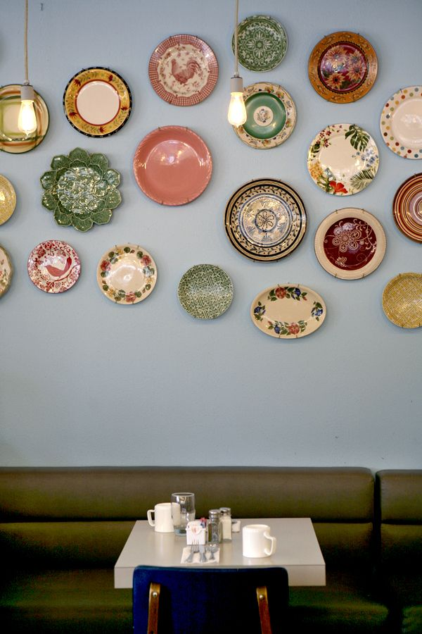 Decorar platos en pared decoracion hogar decorar paredes y platos decorativos - Platos decorativos pared ...