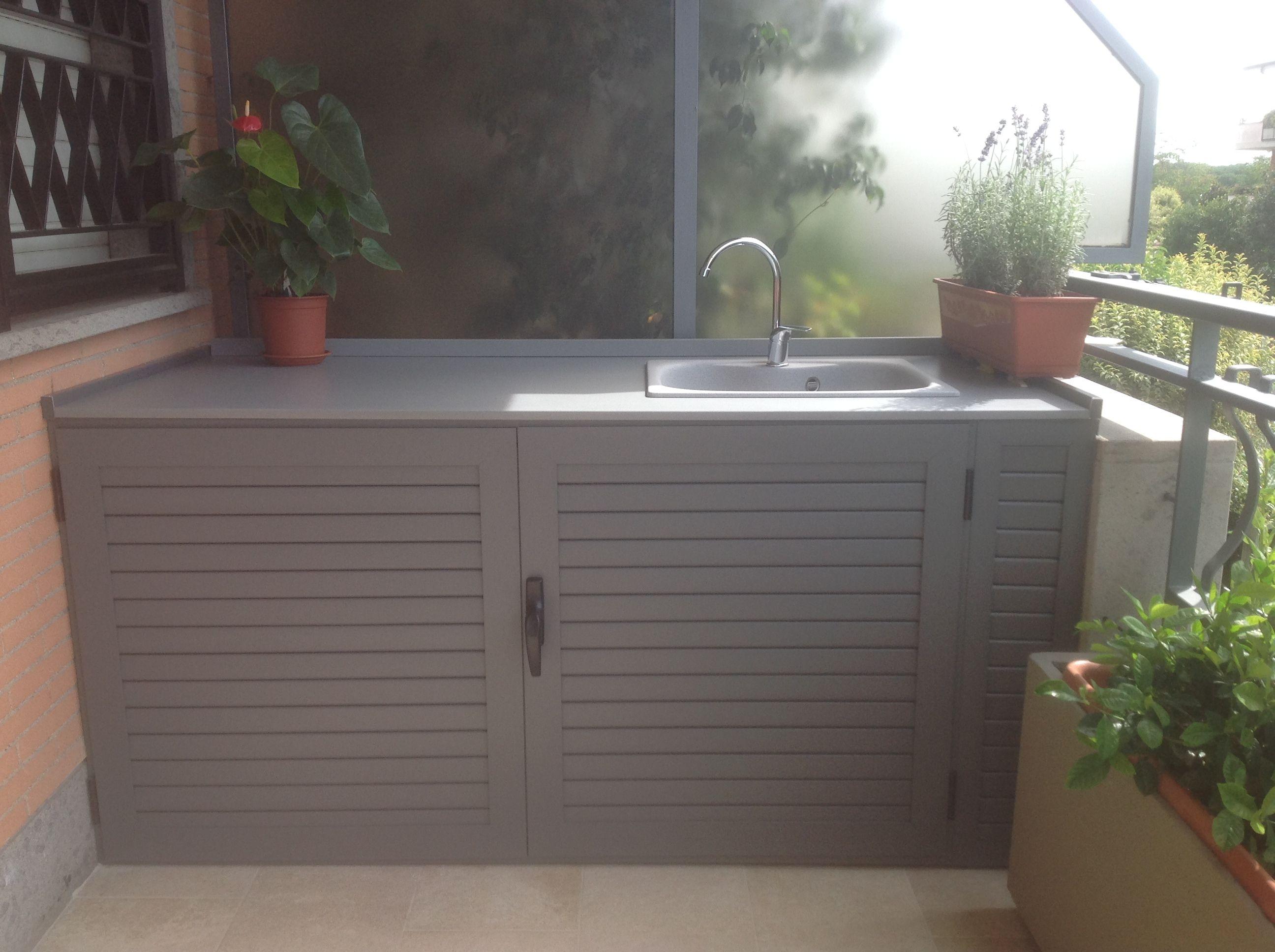Piano Per Mobile Bagno mobile basso con lavandino in veranda, con ampio piano d