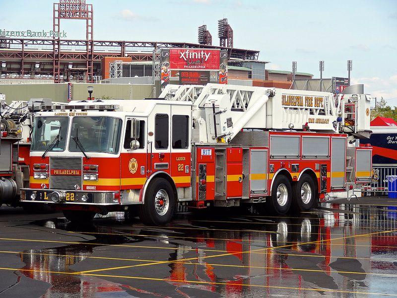 Pfd Ladder Tower 22 Philadelphia Fire Dept Fire