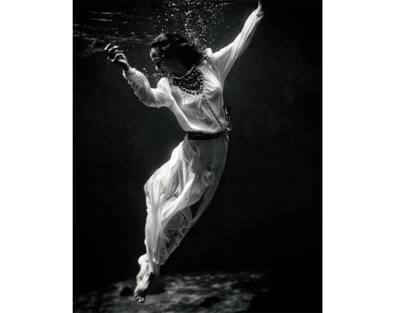 Vintage Photo Print Underwater Fine Art Fashion Photography Etsy Vintage Photo Prints Black And White Photographs Vintage Photos