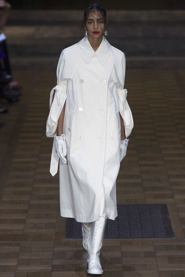 Simone Rocha - Spring 2017 Ready-to-Wear