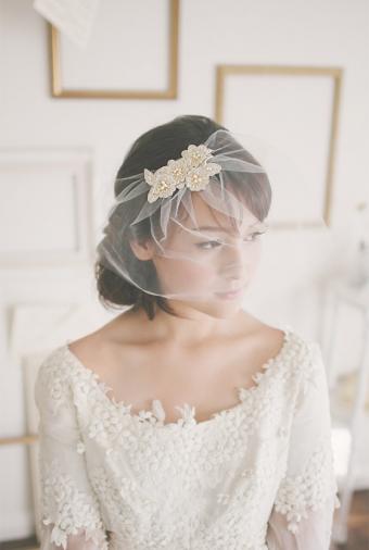 Elegant wedding hair do. To view more visit our blog on : http://www.bridestory.com/blog/short-wedding-hairstyle-ideas #hairstyle # wedding #weddingupdo #weddingideas #weddinginspiration #hairpiece #weddinghairstyle