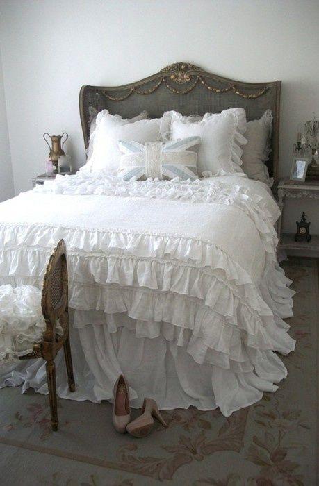 pingl par annie la bagoulette sur linge de lit romantique pinterest lits romantiques. Black Bedroom Furniture Sets. Home Design Ideas