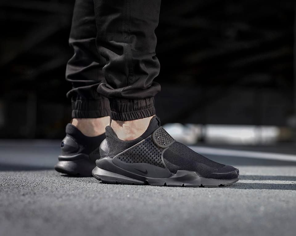Pin By Matt On On My Feet Nike Sock Dart Black Nikes Nike Roshe Two