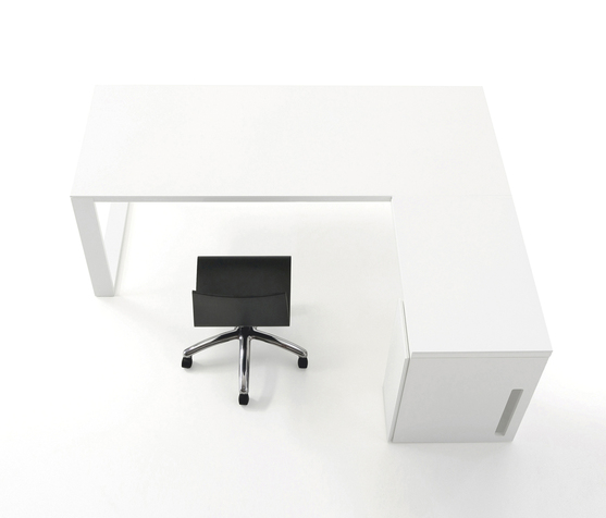 White Minimal Office Desk By Viccarbe In White Laquered Mdf