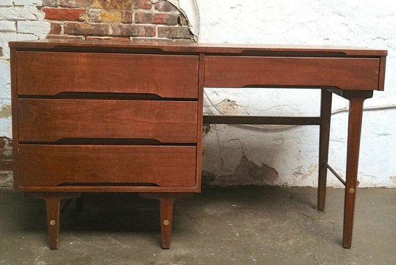 Vintage Mid Century Modern Desk Stanley Furniture By Vintadelphia Mid Century Modern Desk Modern Desk Mid Century Desk