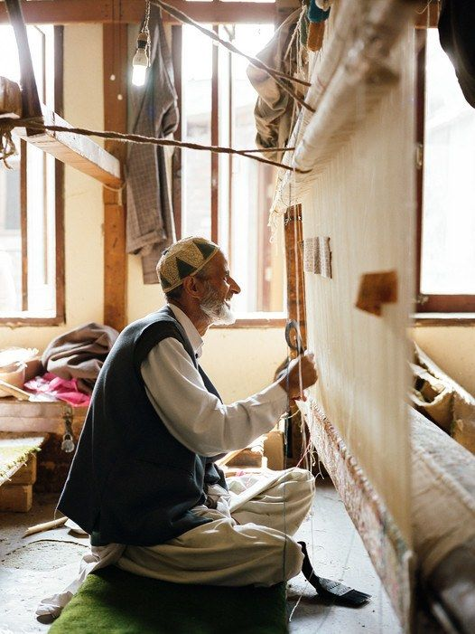Kashmir fine weaving has always been the work of men–and is still done in the old-fashioned way, on manually operated looms.