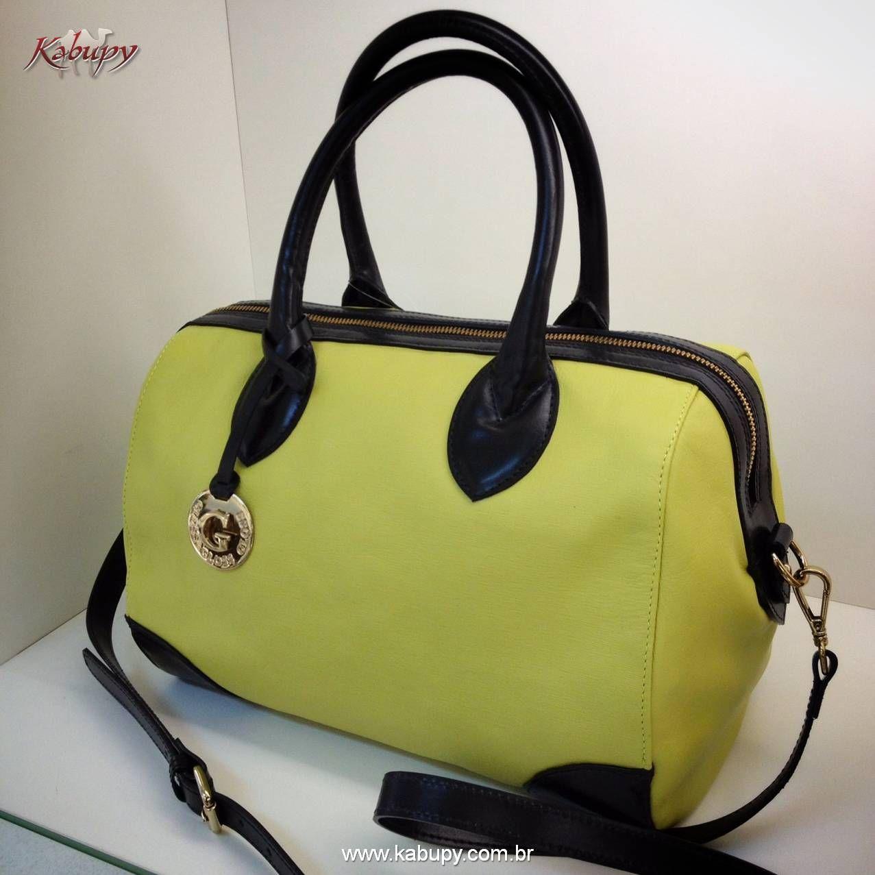 Bolsa feminina em couro amarelo com alças e detalhes em couro preto.