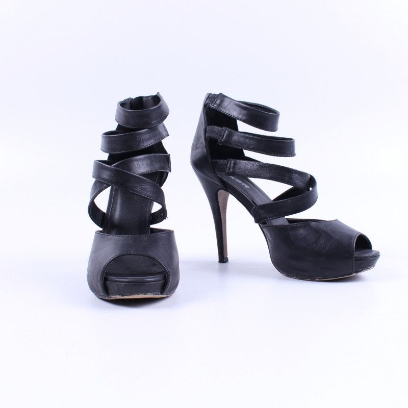 6b252a6e92 Dámské letní boty na podpatku černé