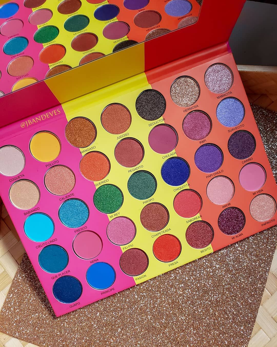Prolux Que Mango is a highly pigmented palette featuring