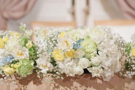 イーストギャラリー様へ、結婚式の装花をお届けしたのは半年前の夏、 一番暑い日でした。 生花のブーケに使ったカスミソウをお揃いでアクセントに。