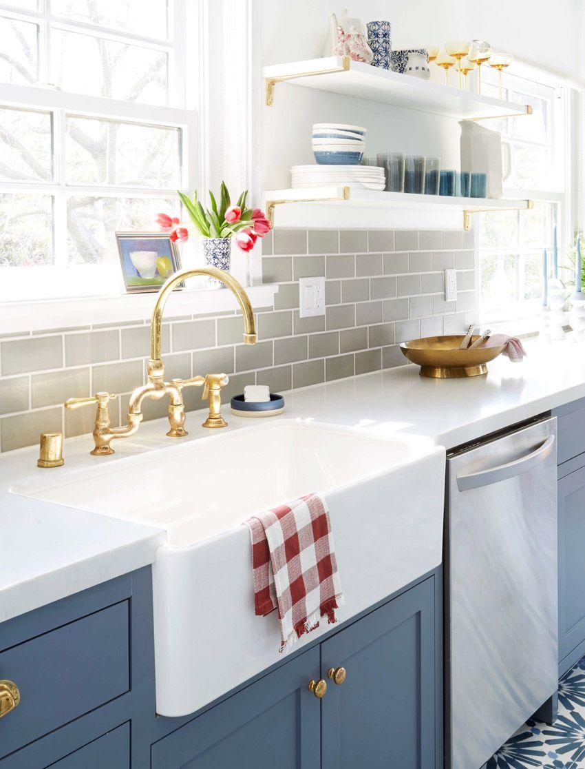 Semi Joia Aparador De Aliança ~ Cozinha charmosa e acolhedora com armários em azul e piso estampado Ladrilho, Piso e Armário