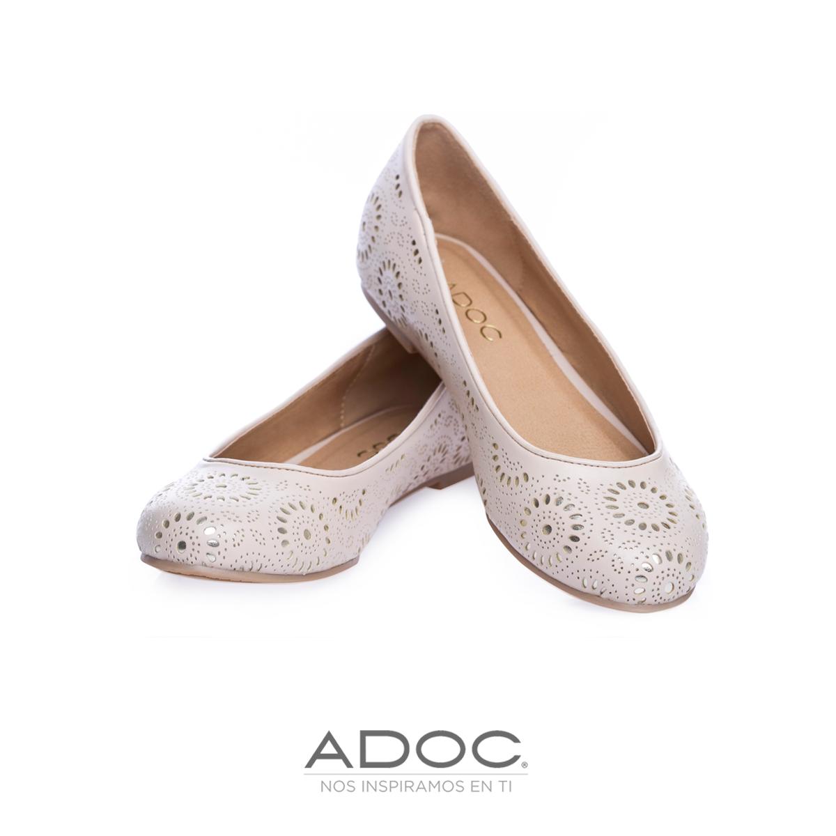 8a3989f3f2ab Zapatos de ADOC disponibles en color negro y dorado. Sort
