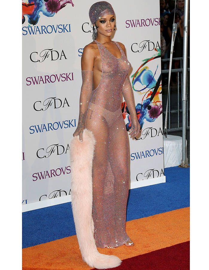 Les Robes Transparentes De Star Qui Ont Marque Les Esprits Elle Robe Pour Tapis Rouge Robe Transparente Idees Vestimentaires