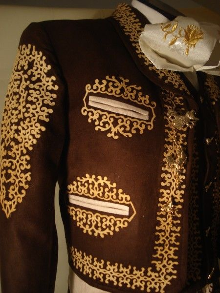 traje de charro grecado en gamuza  – Boda