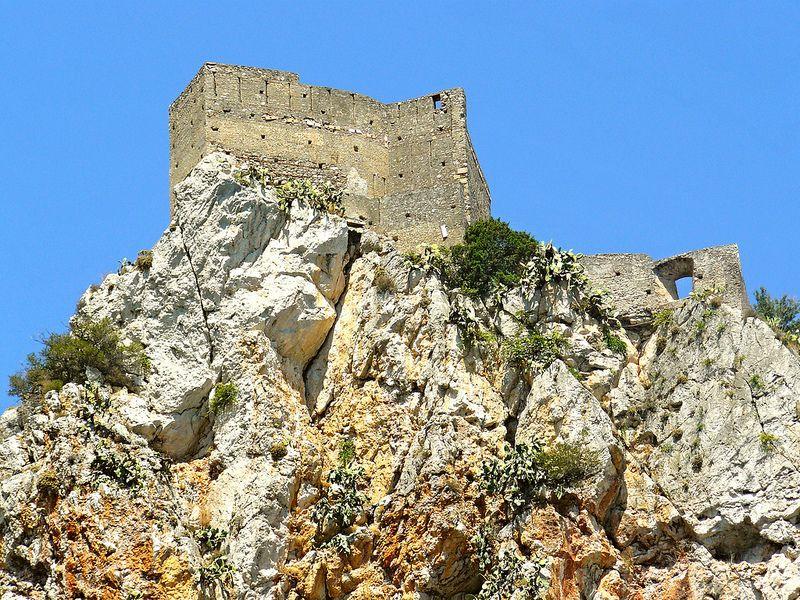 Sant'Alessio (ME) - Il castello saraceno (XII sec.) in cima a Capo Sant'Alessio visto dal mare   da Lorenzo Sturiale