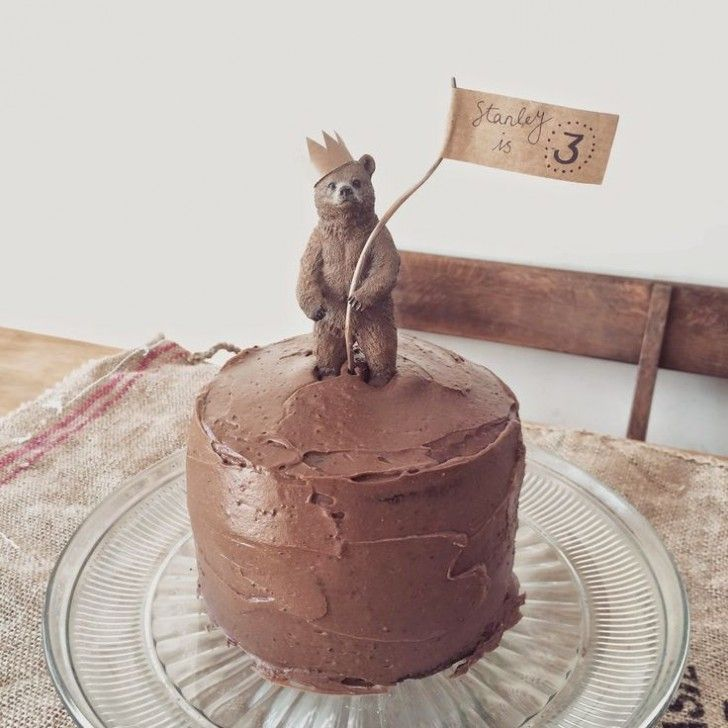 Ideas to Decorate Cakes with Toy Animals - Petit & Small #beartoy
