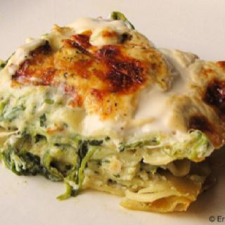 Chicken & spinach lasagna with alfredo sauce ... Yum yum!