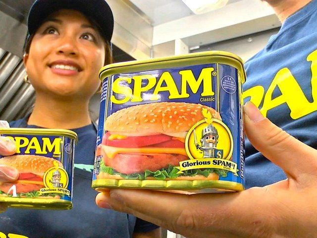 If you're making healthy food a priority, you're probably not eating SPAM, but believe it or not, more gourmet chefs are using the mystery meat to whip up haute cuisine. The List's Ariel Wesler says upscale Spam is. . .What's Trending.