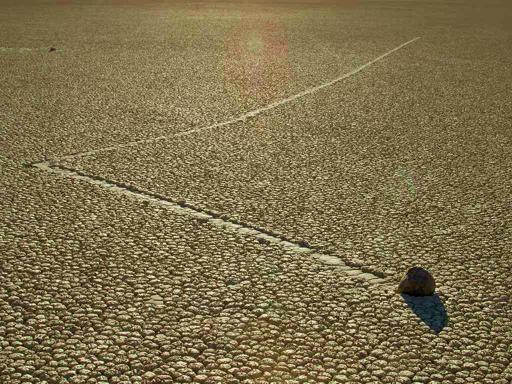 As pedras rolantes do Vale da Morte… E não são os Rolling Stones! | O TRECO CERTO
