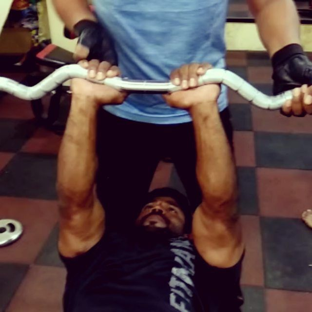 BEGINNER WORKOUT TRAISEP ZED BAR PRESS YESTERDAY EVENING   #Gym   workout  #gym   life  #gymtime    ...