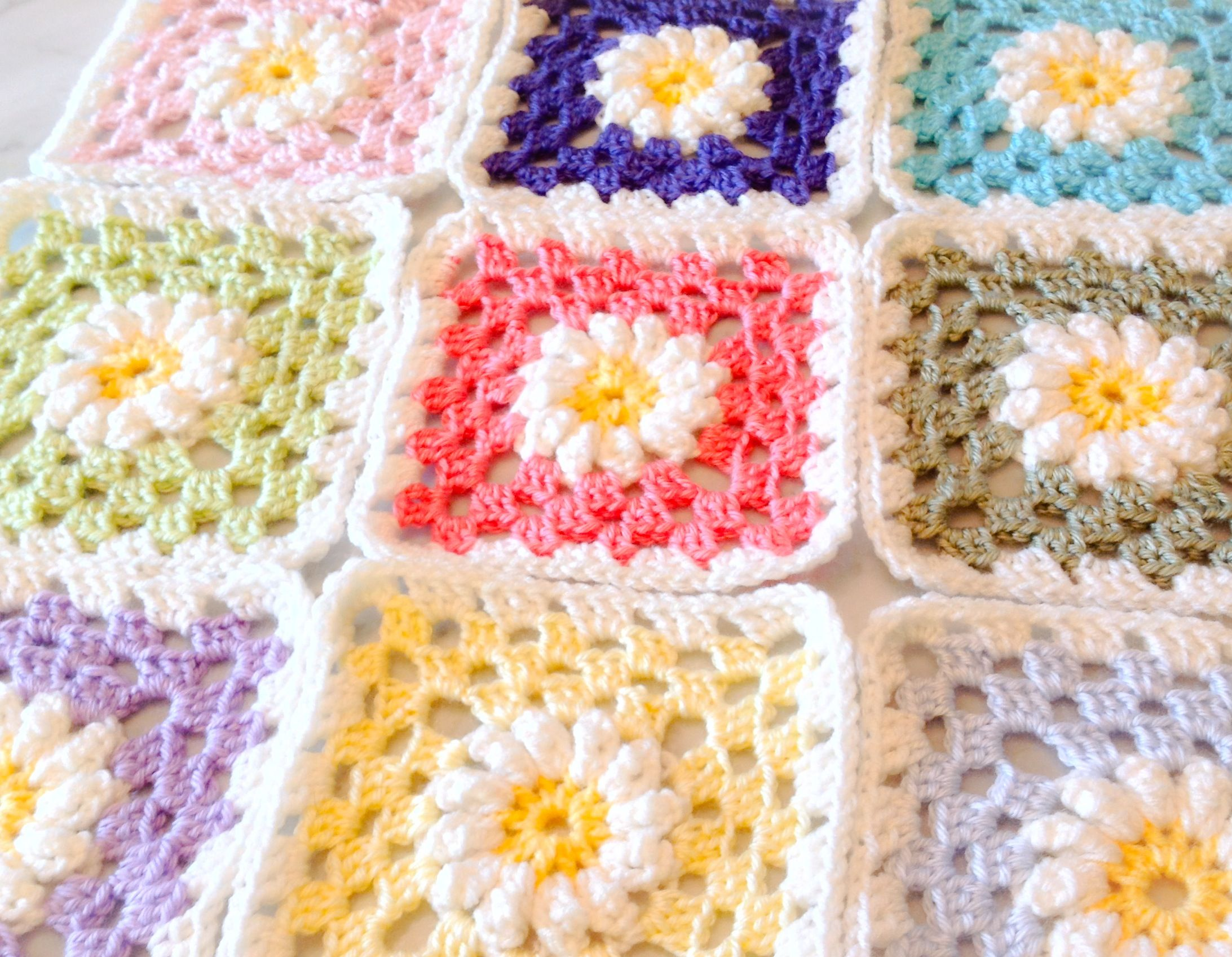 Crocheted Daisy granny squares pattern for blanket. | crafts and ...