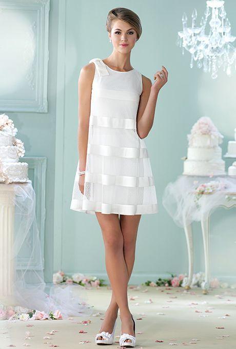 43305a82c Vestidos de novia cortos para el civil o para un segundo matrimonio. El  corte en línea A es super flattering y la transparencia sobre un vestido  mas ceñido ...