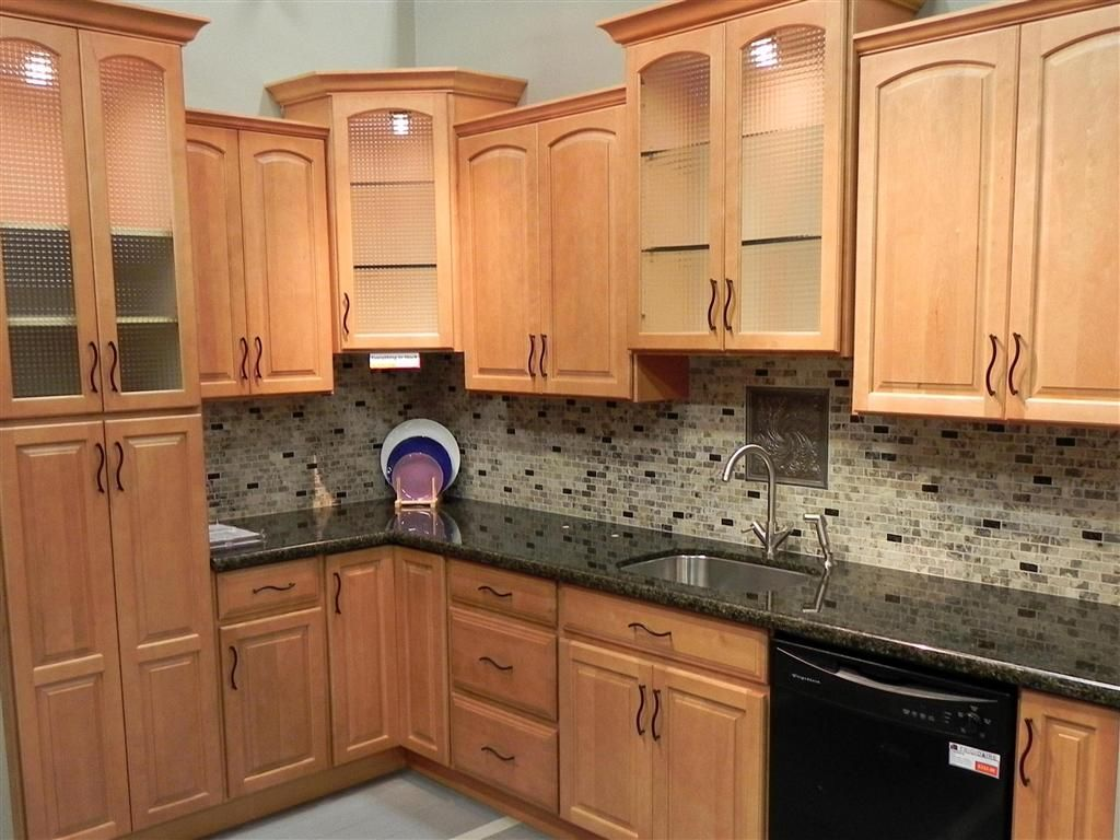 Kitchen Designs With Maple Cabinets Maple Kitchen Cabinet Backsplash Tile Patterns  Maple Honey Spice .