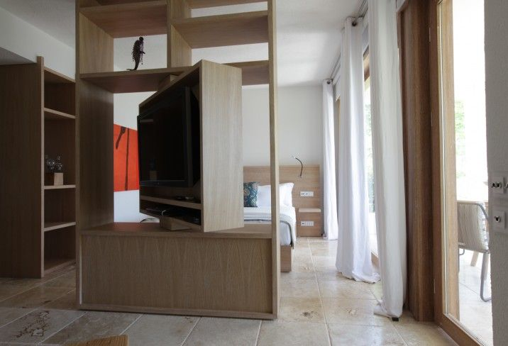 Great Idea For A TV   This Unit Acts As A Room Divider Also Enables TV To  Rotate, So It Can Face Different Areas Of An Open Plan Living Space!