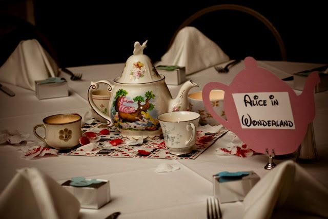Pleasing Ultimate Disney Weddings Centerpieces Alice In Wonderland Home Interior And Landscaping Eliaenasavecom