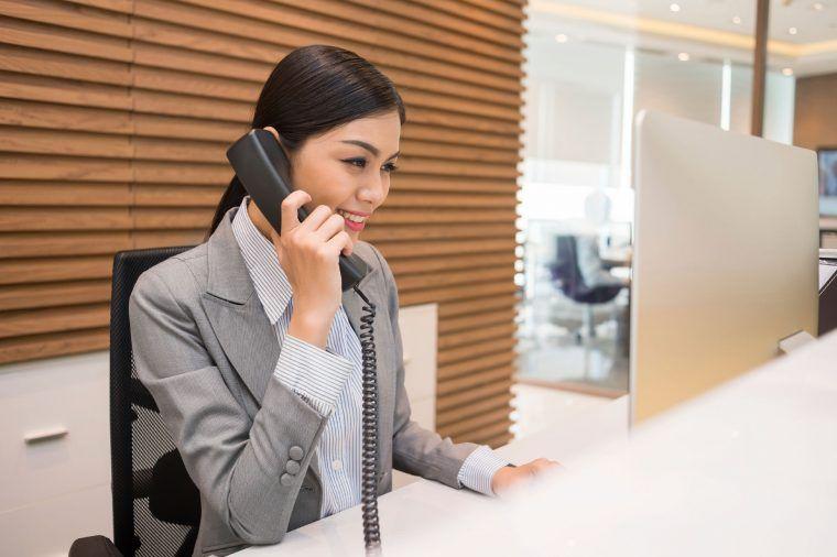 hotel receptionist jobs in dubai