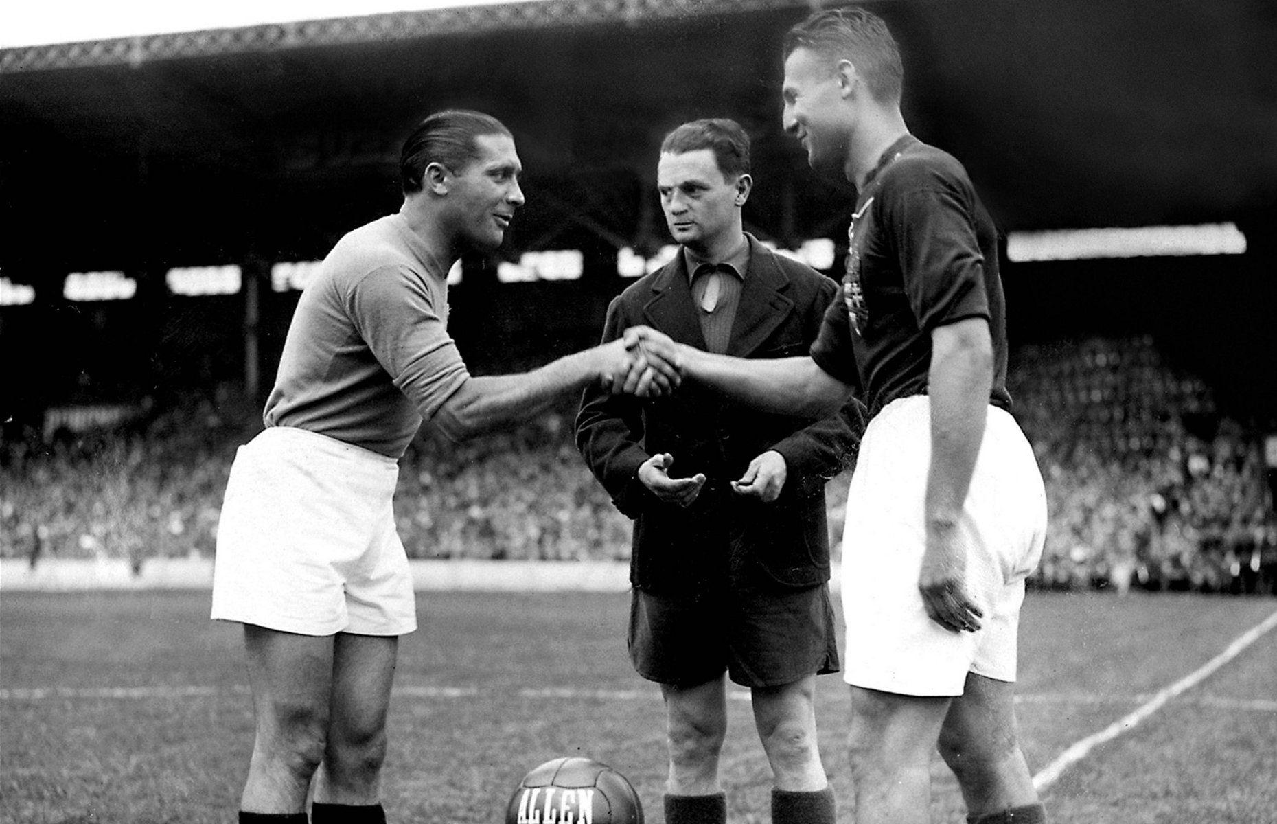 Giuseppe Meazza, astro italiano cuyo nombre es el del estadio San Siro, murió en 1979, acabado por la pobreza y una cirrosis merced al alcoholismo y la ludopatía.