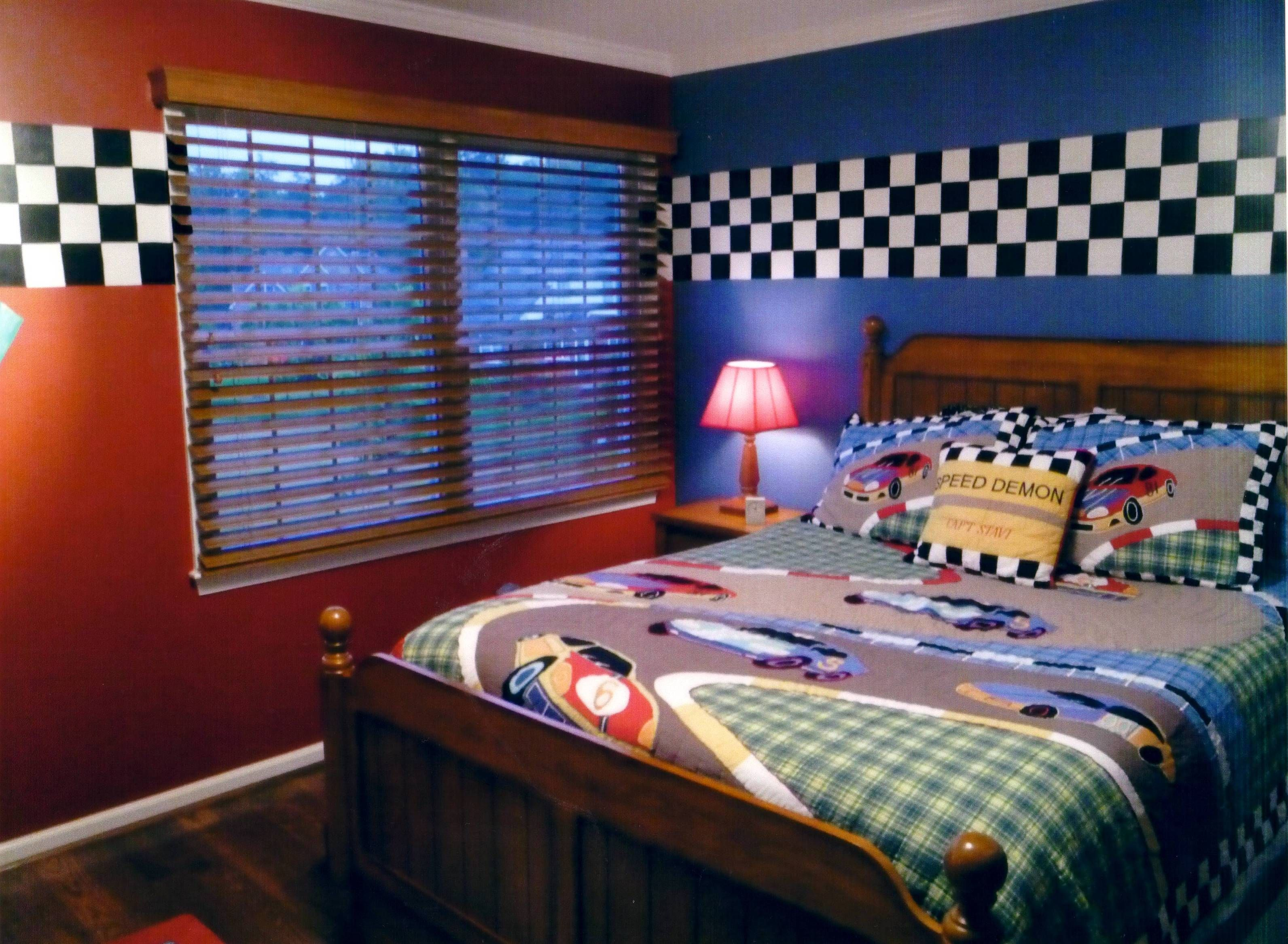 Race car bedroom love the paint and checkered border for Boy car bedroom ideas