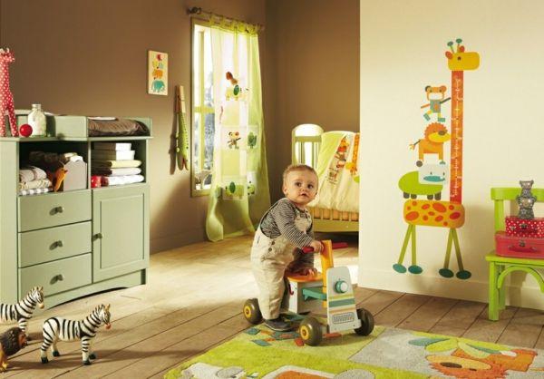 Susses Baby Im Babyzimmer Mit Dschungel Motiven Kinderzimmer