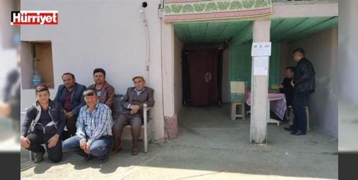 12 seçmenin oy kullandığı sandıktan o karar çıktı: Manisa'nın Demirci ilçesinde, 12 seçmeni bulunan Kayranokçular Mahallesi'ndeki sandıkta oylar sayıldı. Seçmenlerin tamamının oyu aynı çıktı.
