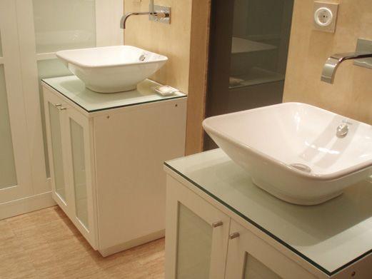 Muebles para lavabos acabado lacado blanco y cristal vitrificado