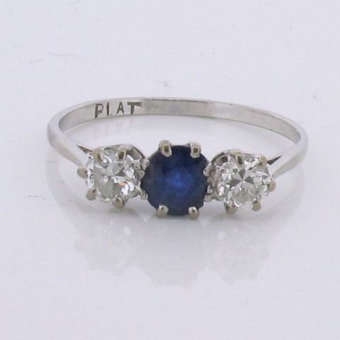 http://www.farringdonsjewellery.com/hikashop-menu-for-module-22/product/467-blue-sapphire-diamond-trilogy-ring-platinum/category_pathway-27
