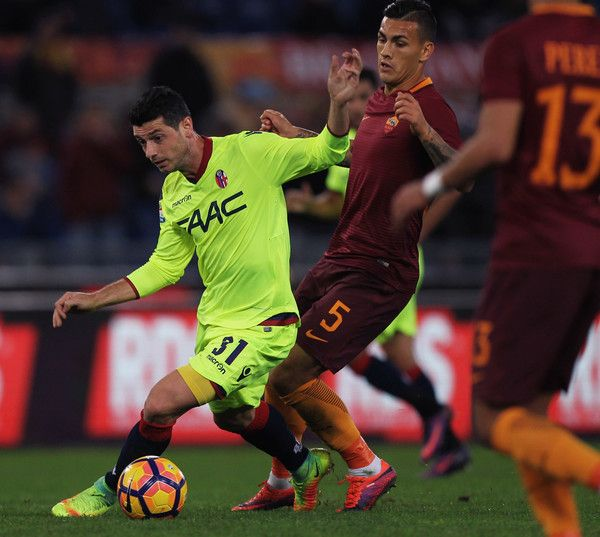 Blerim Dzemaili (L) of Bologna FC in action with Leandro Paredes of AS Roma during the Serie A match between AS Roma and Bologna FC at Stadio Olimpico on November 6, 2016 in Rome, Italy.
